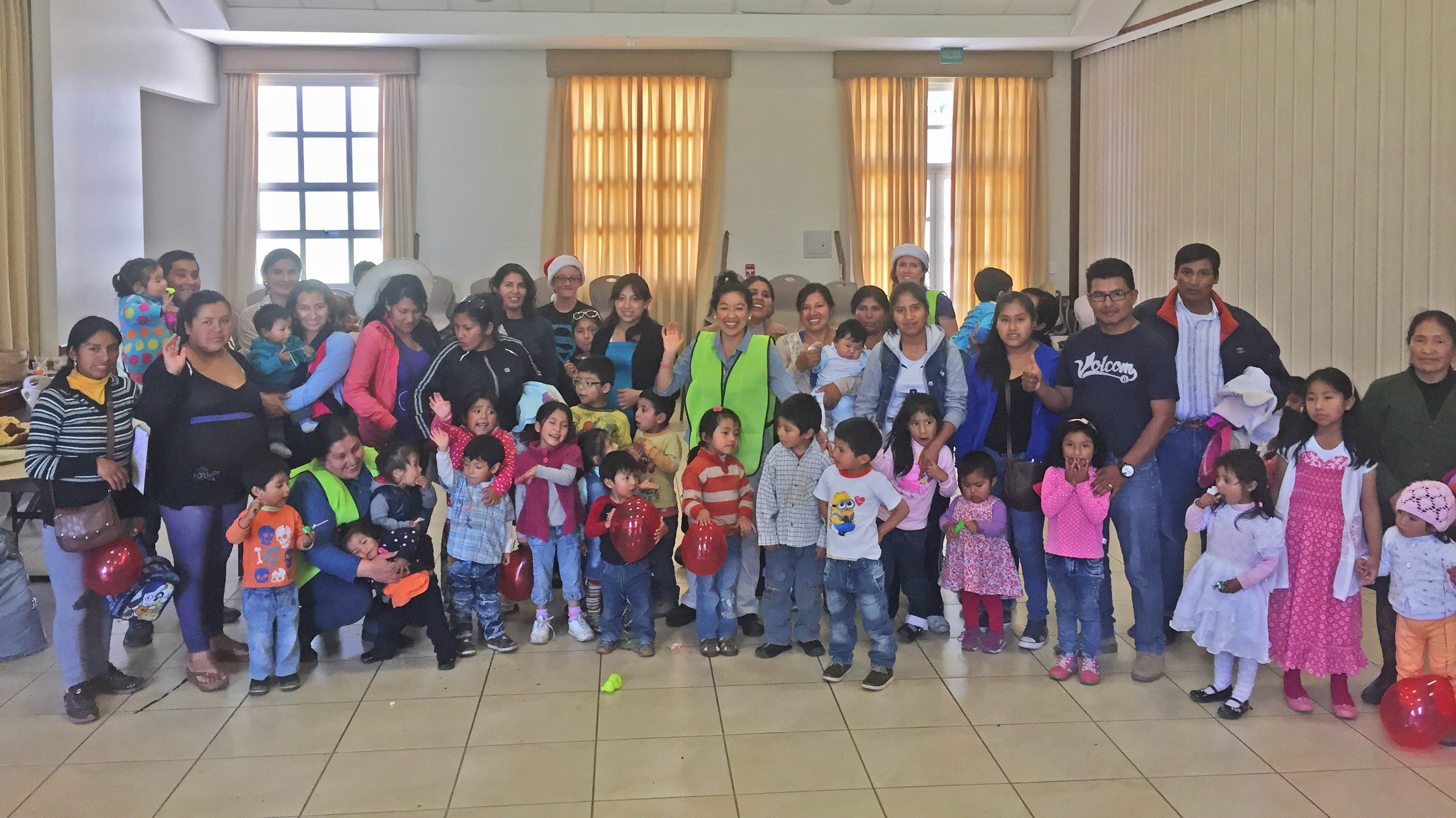 Cusco-Christmas-party-group-photo-after-screening-cropped