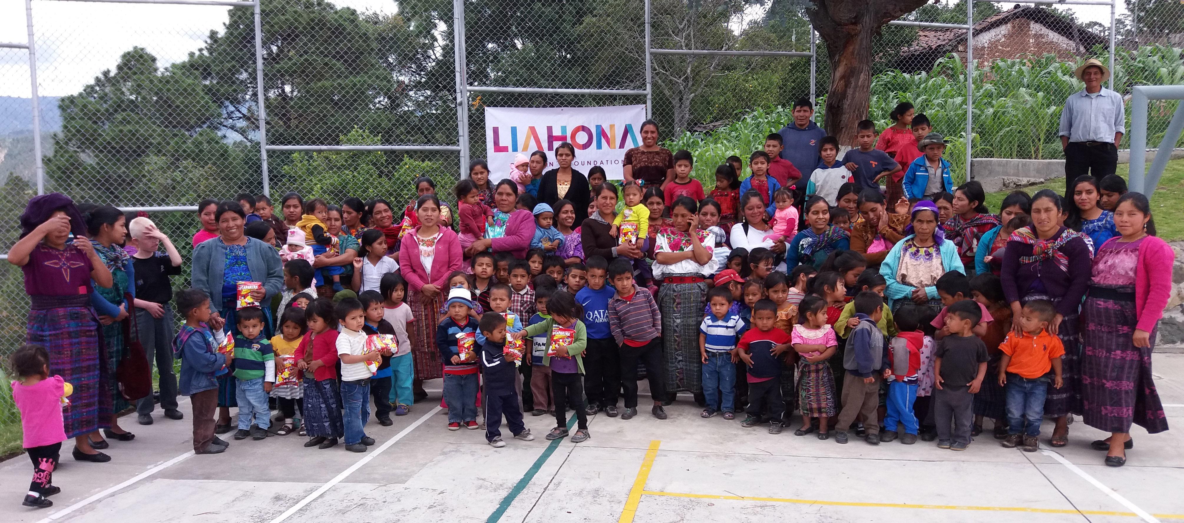 Nutritour-Guatemala-2016-7-Recipients-in-Momostenango-cropped
