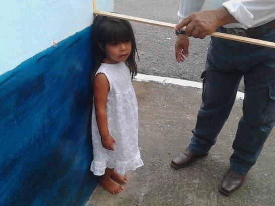 Machala-12-2015-measuring-little-girl