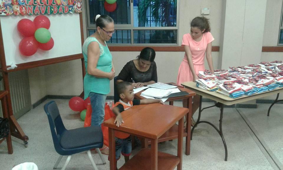 Santa-Marta-Christmas-screening-distribution-and-party-12-2016-4