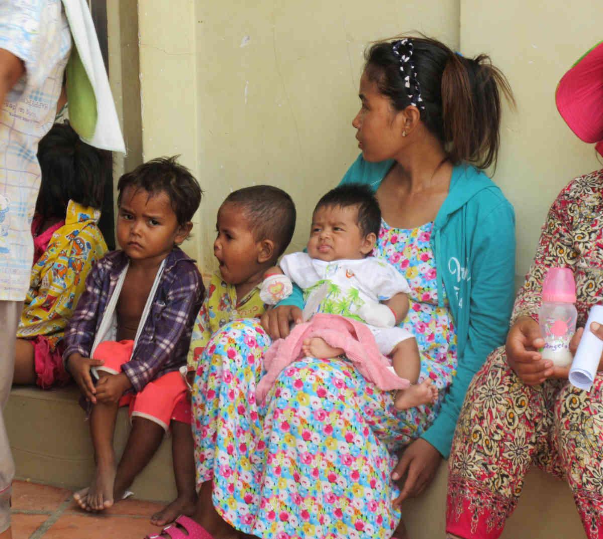 Sen Sok Family Waiting 7 5 2015